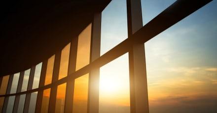 Diseñan paneles solares transparentes que sirven de ventanas