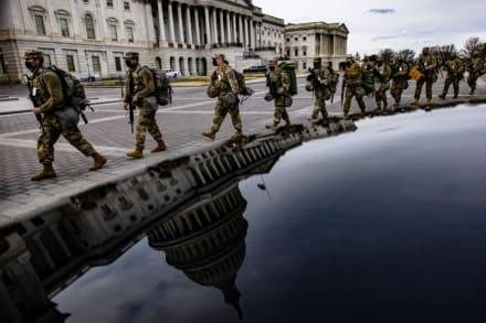 Hombre intenta entrar con credencial falsa, arma y balas al centro de Washington y es detenido