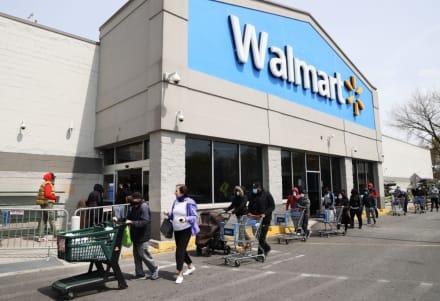 Niña de 15 años muere tras ser apuñalada en Walmart