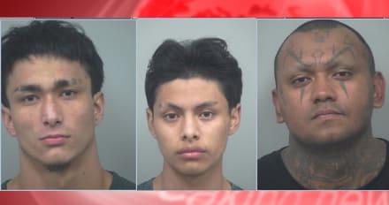 Crónica: Policía arresta a tres latinos que asaltaban a peatones