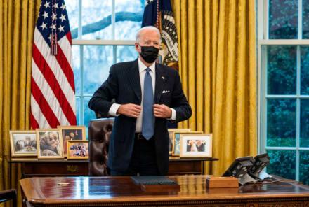 Biden despide al polémico médico del expresidente Trump