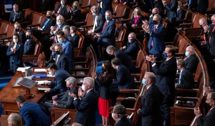 Senadores buscan un tercer cheque enfocado en quien realmente lo necesita