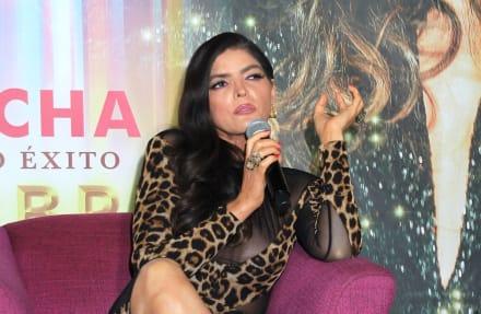 ¿Desfigurada? Ana Bárbara presume su figura en un sexy bikini y usuarios la critican por su rostro (FOTO)
