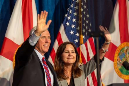 Aseguran que tras salir de la Casa Blanca, Mike Pence se quedó sin hogar