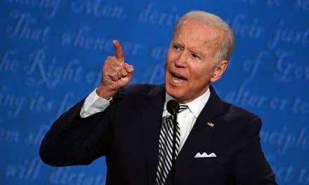 Biden pide al Tribunal Supremo cancelar demandas sobre el muro y el asilo