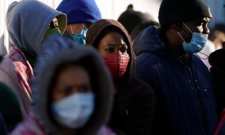 EEUU recibe a los primeros solicitantes de asilo que esperaban en México