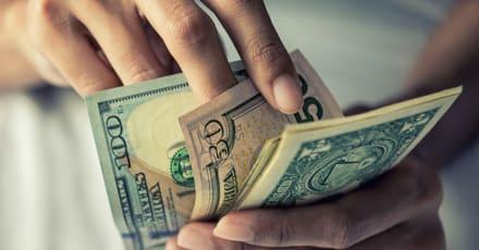Mujer murió en la indigencia mientras tenía casi $900 mil en fondos no reclamados