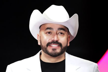 Lupillo Rivera se toma un shot de ajo crudo con limón y a su novia no le gusta