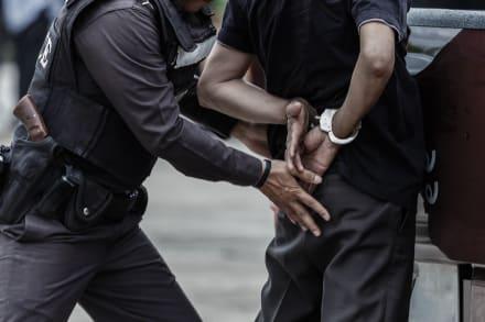 Arrestan a exagente del ICE por supuestos sobornos para ayudar a inmigrantes