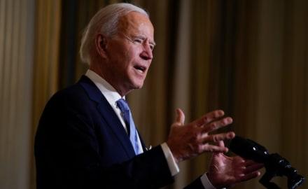 Biden firma una orden ejecutiva para promover el acceso al voto