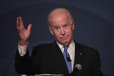Los mejores memes de la triple caída de Biden