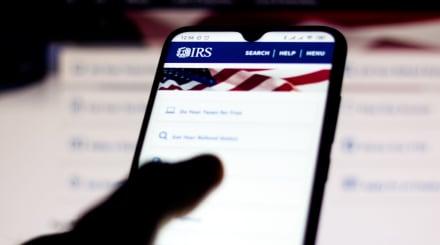 IRS anuncia nueva aplicación para rastrear tu cheque desde el celular