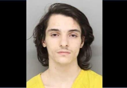 Acusan a joven de violar a una adolescente y vivir debajo de su cama tres semanas