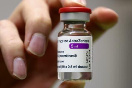 """EE.UU. acusa a AstraZeneca de usar """"información desactualizada"""" de vacuna"""