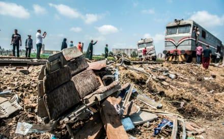 Al menos 32 muertos en dramático choque de trenes en Egipto (Video)