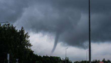 Hispano graba interior de tornado tras impactar Estados Unidos (VIDEO)