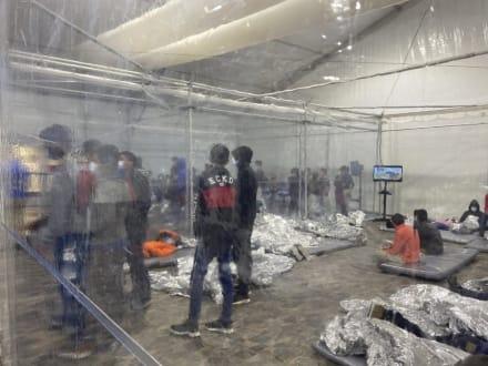 """Ted Cruz denuncia """"jaulas de Biden"""" al deplorar situación en la frontera (VIDEO)"""