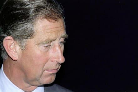 Príncipe Carlos de luto por la muerte de la novia de su hijastro