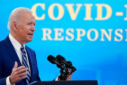 Biden pide que se restablezca la orden de uso de mascarillas en los estados