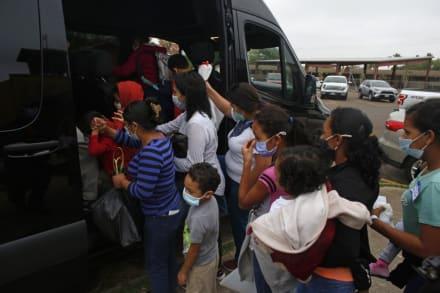 Familias migrantes son liberadas sin notificación judicial ni papeleo