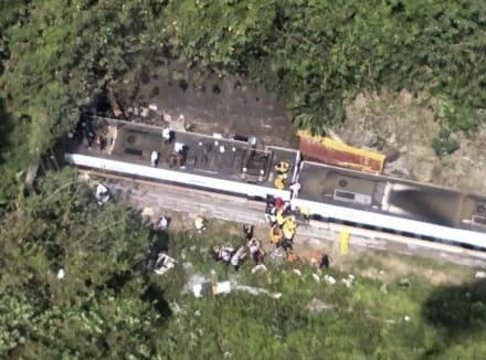 Choque entre tren y camión deja al menos 48 muertos en Taiwán (FOTOS + VIDEO)