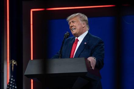 Trump engañó a partidarios para que hicieran donaciones recurrentes, revela NYT