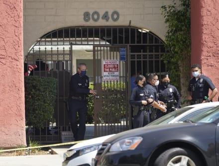 Policía encuentra a 3 niños apuñalados en casa de Los Ángeles y detiene a su mamá