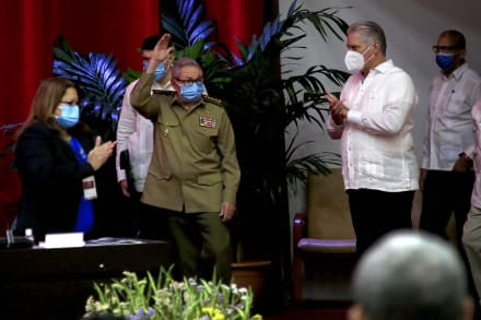 Raúl Castro renuncia a la dirección del Partido Comunista y pone fin a una era en Cuba
