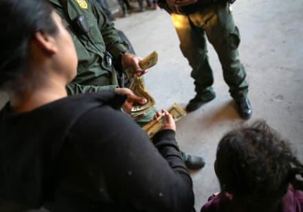 Niños con pasaporte estadounidense son deportados a México