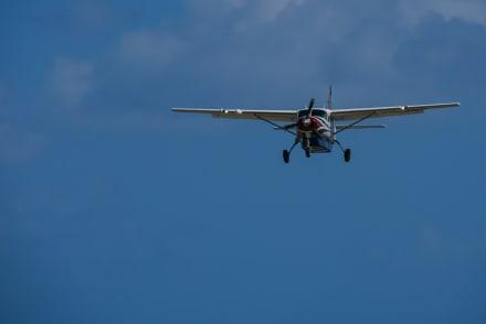 Cuatro muertos en fatal accidente de una avioneta en Arkansas