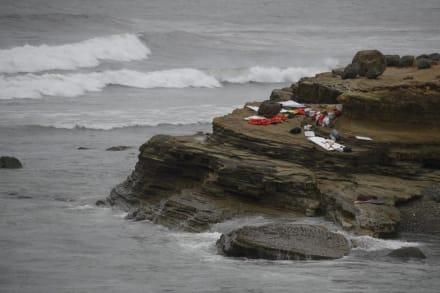 Cuatro muertos y 27 heridos en naufragio de bote que presuntamente transportaba indocumentados