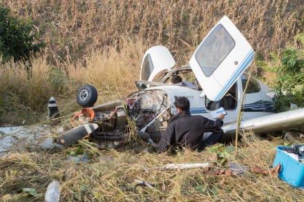 Mueren cuatro al impactar avión en una casa en Estados Unidos (FOTO)