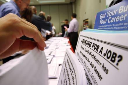 Solicitudes de subsidio por desempleo caen debajo de 500 mil, la más baja desde la pandemia