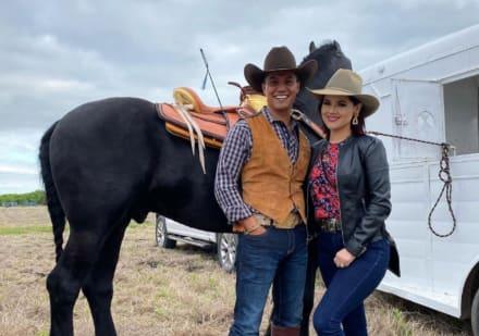 ¡Resultó ser un miedoso! El Charro mexicano que insultó a hispanos se aplica la vacuna y le 'sale mal' (VIDEO)