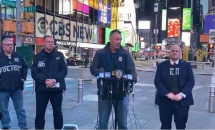 """Tiroteo en Times Square: Difunden imagen del sospechoso y lo están """"cazando"""""""