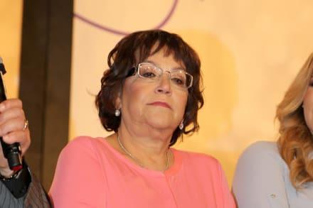 """Critican a la señora Rosa por publicar """"todo"""" al visitar el jardín de su hija Jenni Rivera"""