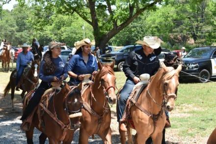 Inauguran Rancho Paso Lindo con una cabalgata en honor al Día de las Madres