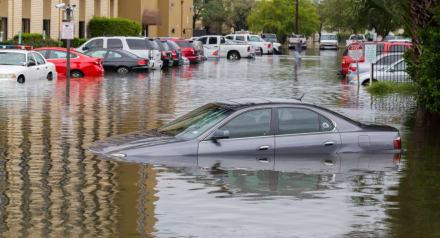 Impresionante rescate de una familia en medio de las inundaciones en Nuevo México