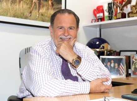 Raúl de Molina presume viaje pero levanta sospechas tras denuncias por abuso a famosas