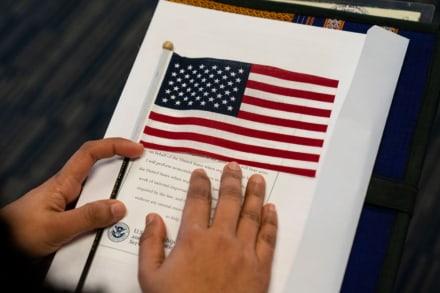 DHS pide 'facilitar' el camino a la ciudadanía para inmigrantes