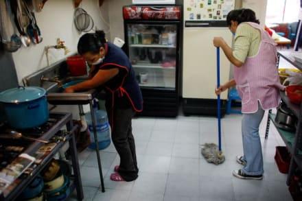 Solicitudes de subsidios por desempleo bajan a menos de 400 mil por primera vez desde la pandemia