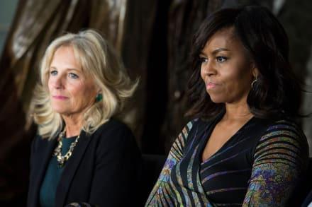 Michelle Obama 'exhibe' a Jill Biden en minifalda de cuero por su cumpleaños
