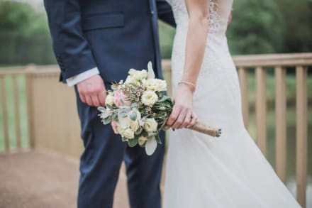 En plena ceremonia por el civil, novio pregunta a amigos sí debe darle el sí a su novia (VIDEO)