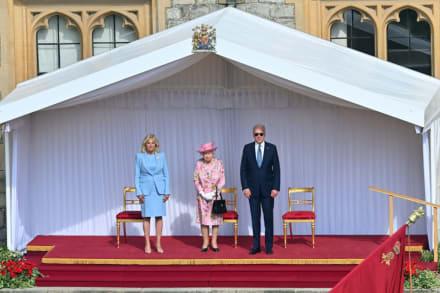Acusan a Biden de violar el protocolo durante su visita a la reina Isabel