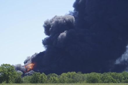 Proponen declarar zona de desastre tras explosión en planta química de Illinois