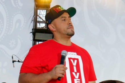 Juan Rivera confirma que su hermana Rosie y su esposa Brenda sí le pegaron a ex de Lupillo (VIDEO)