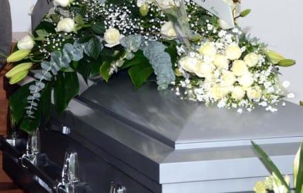 Mujer prohíbe a su familia asistir a su funeral con un simple mensaje