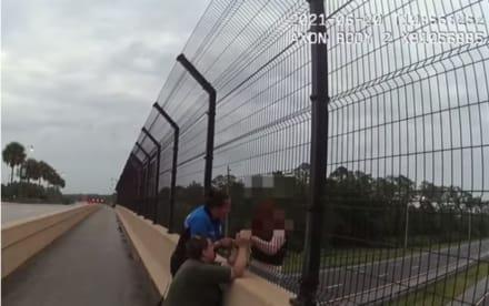 Rescataron a una adolescente justo cuando iba a saltar de un puente elevado (Video)