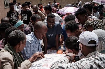 Ataque aéreo contra mercado en región de Tigray deja decenas de muertos, según testigos