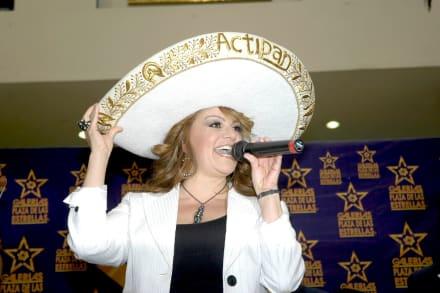Aparece video de Jenni Rivera ¿cantando con Chiquis? Resurgen rumores de que está viva (VIDEO)